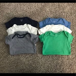 Set of 6 short sleeved onesies in cool colors GUC